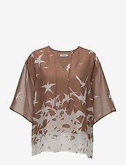 J. Lindeberg - Ilina Placement Print - short-sleeved blouses - nude - 0