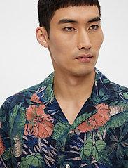 J. Lindeberg - Seasonal Print SS Resort Shirt - leinenhemden - black - 4