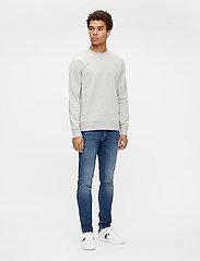 J. Lindeberg - Throw C-neck Sweatshirt - basic-sweatshirts - grey melange - 4
