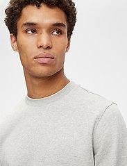 J. Lindeberg - Throw C-neck Sweatshirt - basic-sweatshirts - grey melange - 5