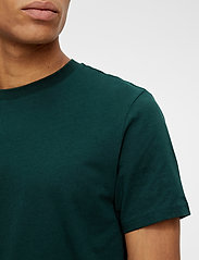 J. Lindeberg - Silo T-shirt - basic t-shirts - hunter green - 5