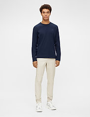 J. Lindeberg - Charlie Long Sleeve T-shirt - basic t-shirts - jl navy - 4