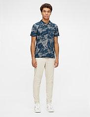 J. Lindeberg - Brand Printed Polo Shirt - kurzärmelig - jl navy - 4