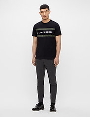 J. Lindeberg - Silo Logo T-shirt - kurzärmelig - black - 4