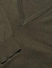 J. Lindeberg - Lymann Merino V-Neck Sweater - v-ausschnitt - moss green - 2