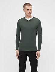 J. Lindeberg - Newman Merino V-neck - basic-strickmode - lake green melange - 0