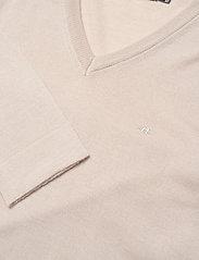 J. Lindeberg - Newman Merino V-neck - basic-strickmode - sand grey - 3