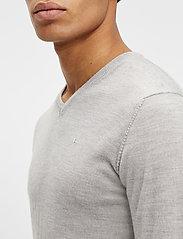 J. Lindeberg - Newman Merino V-neck - basic-strickmode - stone grey melange - 5