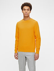 J. Lindeberg - Andy Structure C-Neck Sweater - basic-strickmode - golden orange - 0