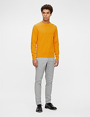 J. Lindeberg - Andy Structure C-Neck Sweater - basic-strickmode - golden orange - 4