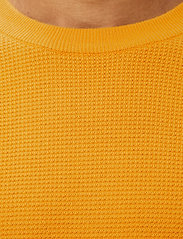 J. Lindeberg - Andy Structure C-Neck Sweater - basic-strickmode - golden orange - 5