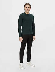 J. Lindeberg - Andy Structure C-Neck Sweater - basic-strickmode - hunter green - 4
