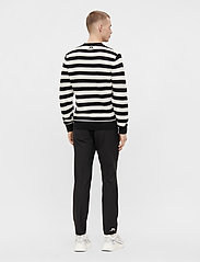 J. Lindeberg - Rico Striped Structure Sweater - rundhals - black - 3