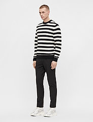 J. Lindeberg - Rico Striped Structure Sweater - rundhals - black - 4