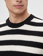 J. Lindeberg - Rico Striped Structure Sweater - rundhals - black - 5