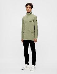 J. Lindeberg - Alph Mech Stretch jacket - leichte jacken - lake green - 4