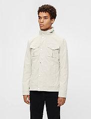 J. Lindeberg - Bailey Poly Stretch jacket - leichte jacken - sand grey - 0