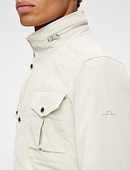 J. Lindeberg - Bailey Poly Stretch jacket - leichte jacken - sand grey - 7