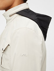 J. Lindeberg - Bailey Poly Stretch jacket - leichte jacken - sand grey - 8