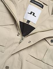J. Lindeberg - Bailey Poly Stretch jacket - leichte jacken - sand grey - 9