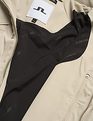J. Lindeberg - Bailey Poly Stretch jacket - leichte jacken - sand grey - 11