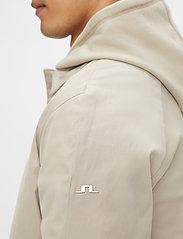 J. Lindeberg - Cane Micro Twill Coat - manteaux legères - sand grey - 5