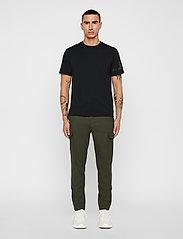 J. Lindeberg - Sasha cargo-Active wool - bojówki - covert green - 5