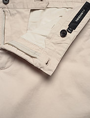 J. Lindeberg - Nathan-Super Satin - chinos shorts - cloud grey - 3