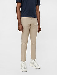 J. Lindeberg - Grant Stretch Twill Pants - chinos - sand grey - 0