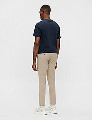 J. Lindeberg - Grant Stretch Twill Pants - chinos - sand grey - 3
