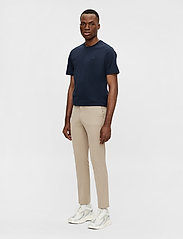 J. Lindeberg - Grant Stretch Twill Pants - chinos - sand grey - 4