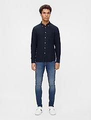 J. Lindeberg - Clean Linen Slim Shirt - basic-hemden - jl navy - 4