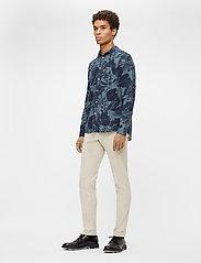 J. Lindeberg - Seasonal Print Reg Fit Shirt - leinenhemden - jl navy - 6