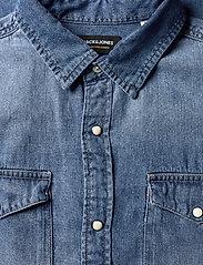 Jack & Jones - JJESHERIDAN SHIRT L/S - jeansskjortor - medium blue denim - 4