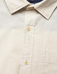 Jack & Jones - JPRBLUEASTON SHIRT L/S ONE POCKET - casual skjortor - whisper white - 2