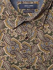 Jack & Jones - JPRBLUCORBIN PRINT SHIRT L/S ONE POCKET - casual skjortor - forest night - 2
