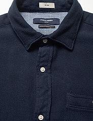 Jack & Jones - JPRBLUNICK MIX SHIRT L/S ONE POCKET LTN - basic skjortor - dark blue denim - 2