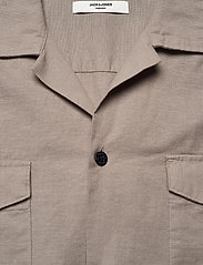 Jack & Jones - JPRBLASUMMER POCKET RESORT SHIRT S/S - basic skjortor - elephant skin - 2