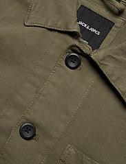 Jack & Jones - JJILUCAS JJJACKET AKM OLIVE - casual skjortor - olive night - 2