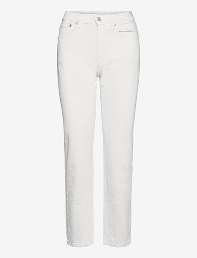 CW002 - straight regular - natural white