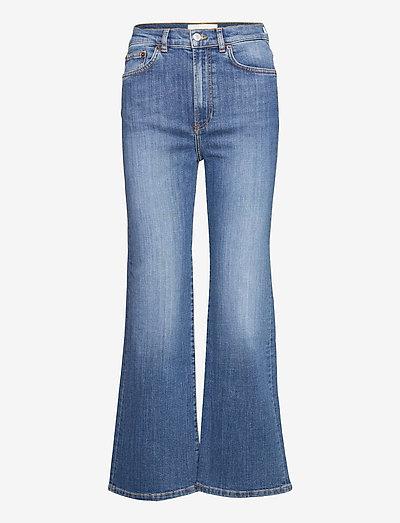 PW008 - utsvängda jeans - mid vintage