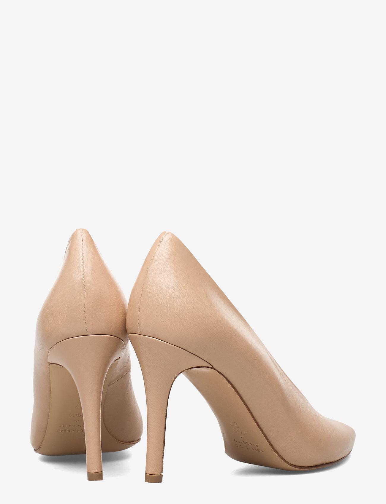 Pinch Me (Beige Leather) (810 kr) - Jennie-Ellen