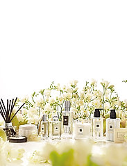 Jo Malone London - ENGLISH PEAR & FREESIA BODY & HAND LOTION - body lotion - clear - 2