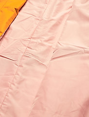Johaug - Silhouette Poncho Jacket - friluftsjackor - sunfl - 3