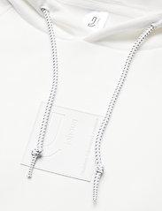 Johaug - Unaltered Hood - huvtröjor - white - 2
