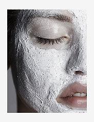 Jorgobé - Refreshing Scrub Mask - kasvonaamiot - white with black beads - 1