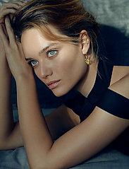 Julie Sandlau - Little tree of life earring - Gold - hängande örhängen - gold - 0