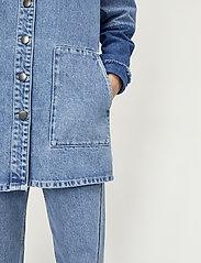 Just Female - Norma denim jacket - denimjakker - blue denim - 4