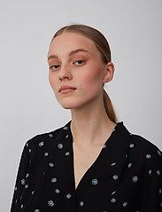 Jessie Shirt (Blue Daisy Aop) (899.25 kr) Just Female