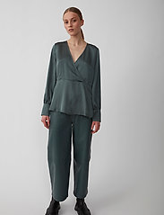 Just Female - Minnie blouse - long sleeved blouses - balsam green - 0